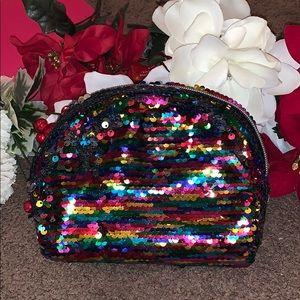Handbags - 🎀5-for-15.Metallic CUTE MAKE UP BAG